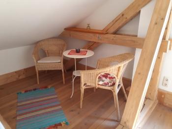 Sitzecke in Zimmer im Seminar- Urlaub 2020 in Mecklenburg