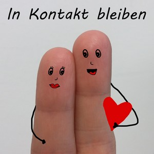 """Text """"In Kontakt bleiben"""" über zwei Fingern mit Geschtern"""